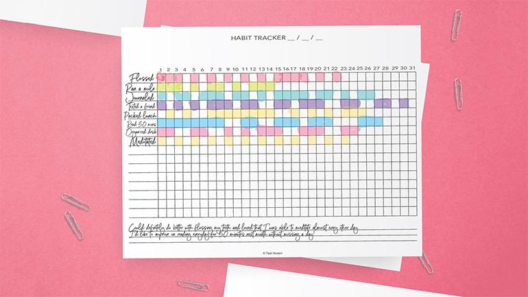 statistici tracking pe fundal roz