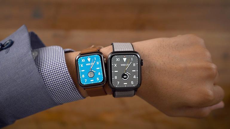 doua apple watch-uri pe incheietura unui barbat