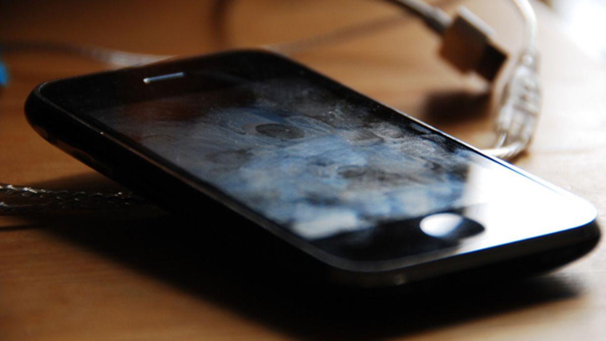 iphone cu multe pete pe ecran
