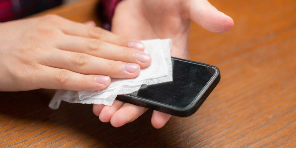 stergerea unui iphone cu servetele umede